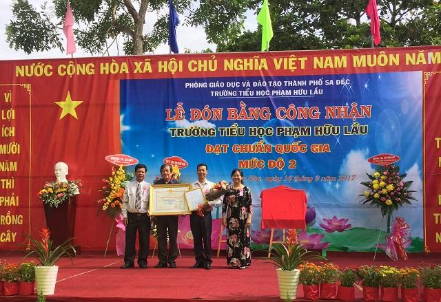 Trường Tiểu học đón Bằng công nhận Trường Tiểu học đạt chuẩn quốc gia mức độ 2 đầu tiên của Tỉnh Đồng Tháp