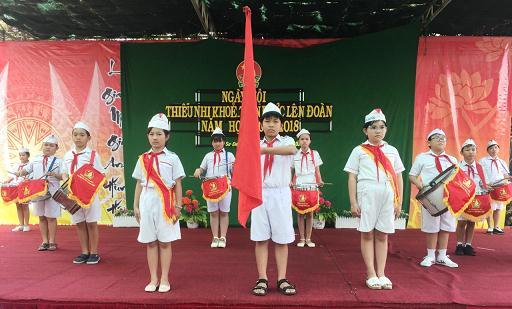 Lễ chào cờ theo nghi thức Đội